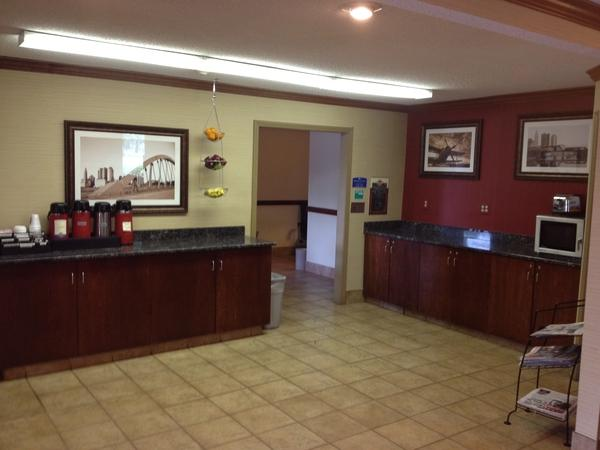 Photo 3 - Americas Best Value Inn - Columbus Airport